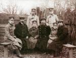 Пленные японцы в компании рязанцев, около 1905 года.