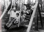 А.Н. Ларионов с сыном Валерой и племянниками в час отдыха, 1946 г.