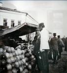 Новобазарная площадь, торговки на толкучем рынке